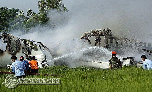 """Авіакатастрофа: в Індонезії впав """"Боїнг"""". Фоторепортаж"""