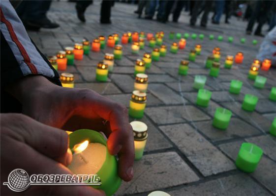Тысячи свечей зажгли киевляне в знак памяти о Чернобыле