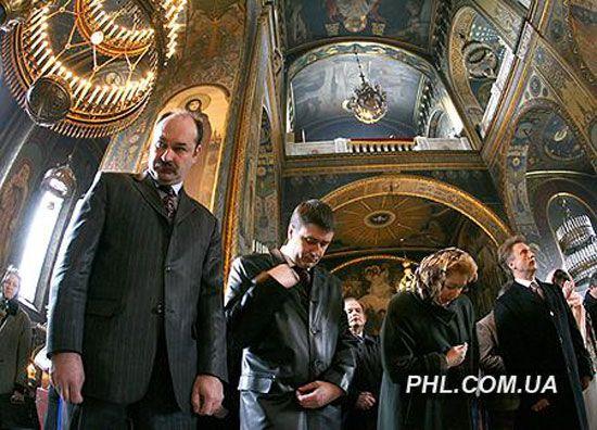 Ющенко отправился в церковь на богослужение. ФОТО