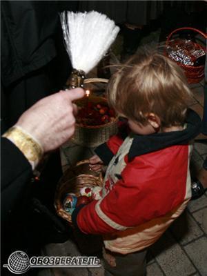 У Київ з Єрусалима доставили Благодатний вогонь. ФОТО