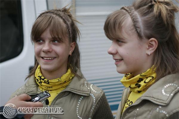 День матери на Крещатике отметили парадом близнецов. ФОТО