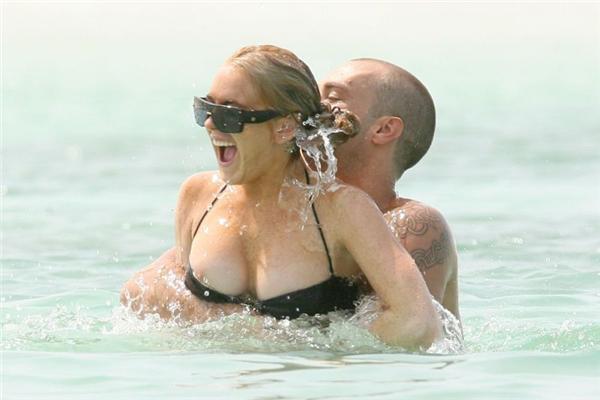Вести з моря: Ліндсі Лохан вчора втратила купальник. ФОТО