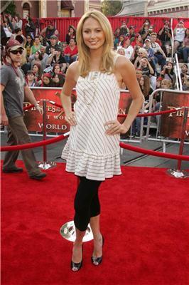 Актриса Стейсі Кейблер прийшла на показ в кістках. ФОТО