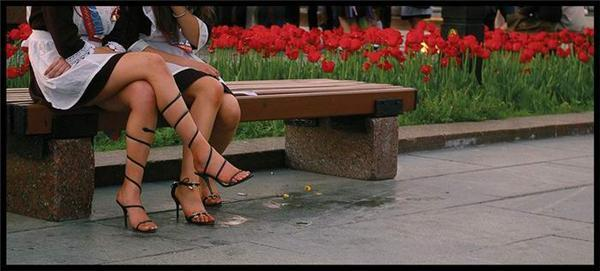 Секси-выпускницы: бантики, фартучки, ленточки в косе. ФОТО