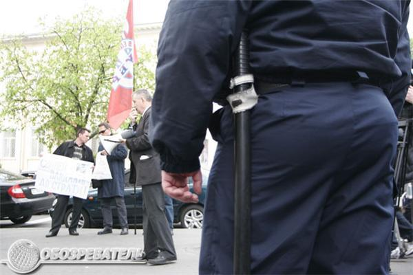 Чемодан, вокзал, Таллинн! Митинг у посольства Эстонии. Фото