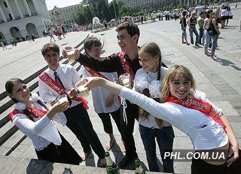 Прощай, школа! Киевские выпускники отрываются по полной...