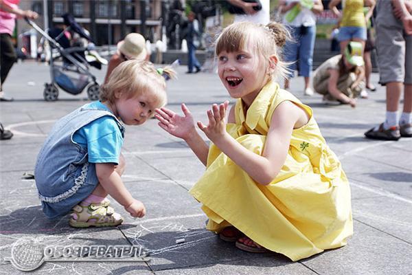 Мир глазами детей: воздушные шары и рисунки на асфальте