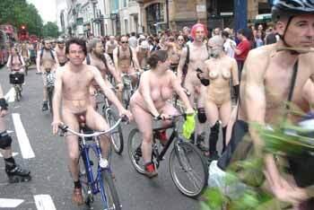 Нудисты всего мира провели голый веломарафон (ФОТО)