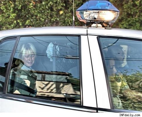 Пэрис Хилтон устроила истерику в полицейской машине. ФОТО