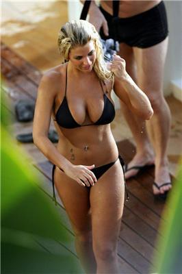 Третій розмір, блондинка, сексі купальник. ФОТО