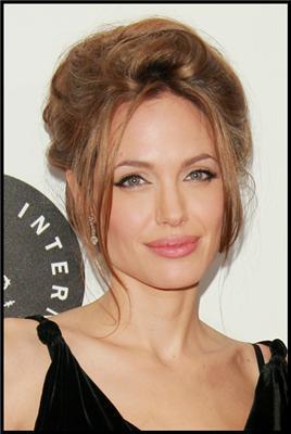 Джоли пришла на премьеру в платье с секонд-хенда. ФОТО