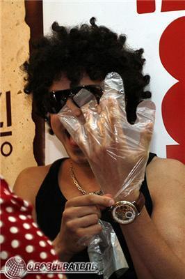Інна Цимбалюк встановила рекорд з поїдання метеликів. ФОТО