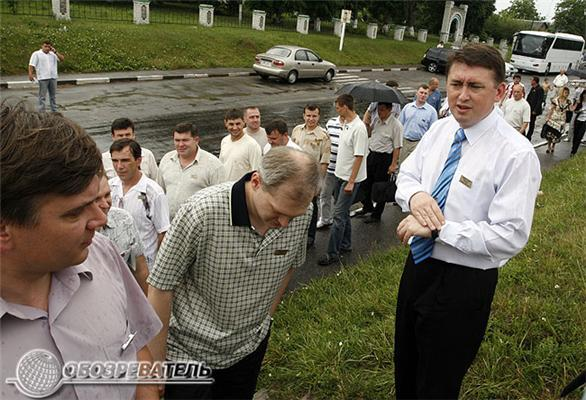 Майор Мельниченко командовал парадом и собирал цветы. ФОТО