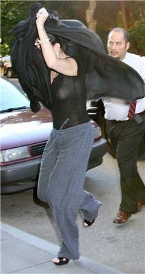 Демі Мур і сильний вітер. Постаріла, ох постаріла ... ФОТО