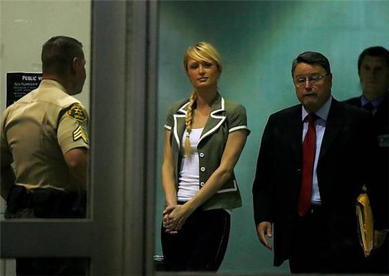 Періс Хілтон урочисто вийшла з в'язниці. ФОТО
