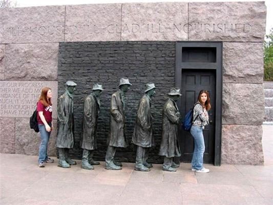 Найбезглуздіші пам'ятники світу. Фоторепортаж