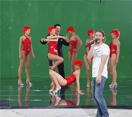 Меладзе в новому кліпі тискав клонованих дівчаток. ФОТО