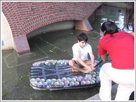 Як зі сміття зробити човен. Фоторепортаж