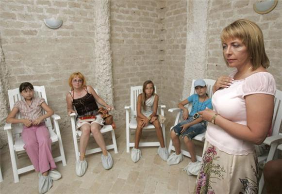 Перед візитом дружини Президента дітей замочили. ФОТО