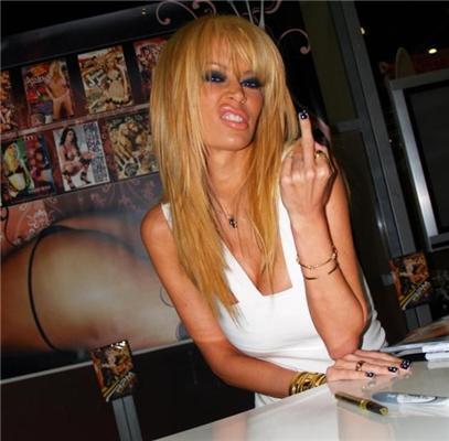 Главная порно-анорексичка мира послала журналистов на.. ФОТО