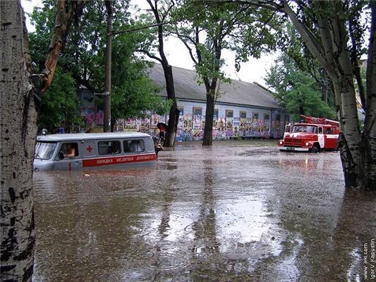 Миколаїв затопило після дощику в четвер. ФОТО