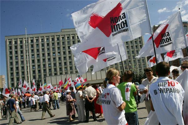 Тимошенко влаштувала майдан перед будівлею ЦВК. ФОТО