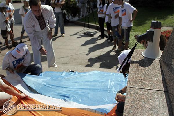Вільні демократи пошили прапор з символіки Ющенко