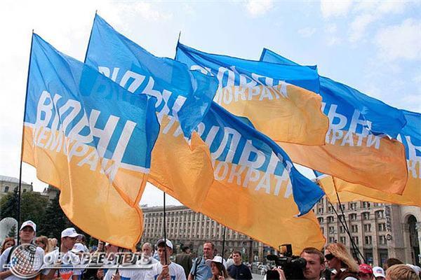 Політичні наперсточники на Майдані. Фоторепортаж
