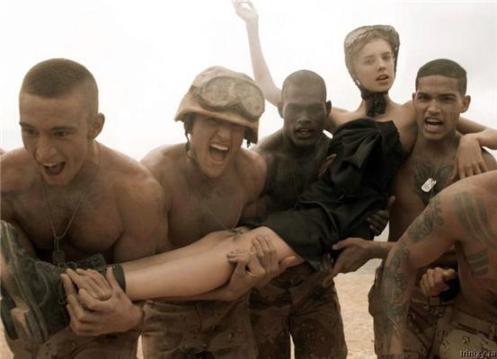 Make Love Not War знову актуально. Армійські голі ФОТО