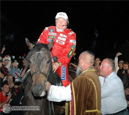 Евгению Червоненко в Ялте подарили настоящего коня. ФОТО
