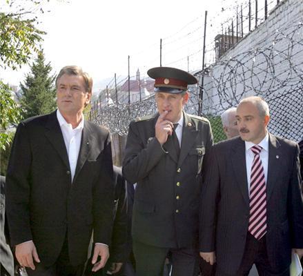 """Ющенко - в колонію, Катерину - на """"Євробачення""""."""