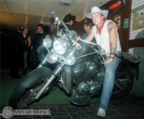 Антон Мухарский оседлал мотоцикл