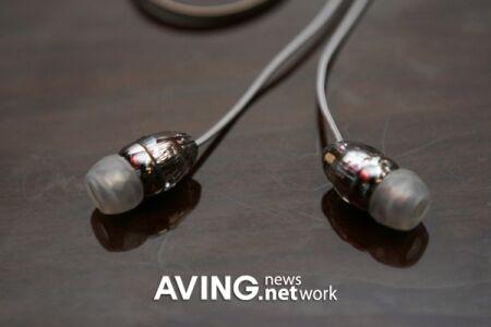 Первый стильный USB-накопитель создан Philips и Swarovski