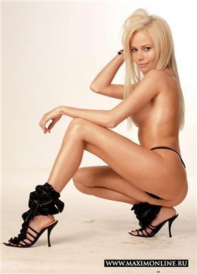Після довгих умовлянь Олена Корікова погодилася оголитися