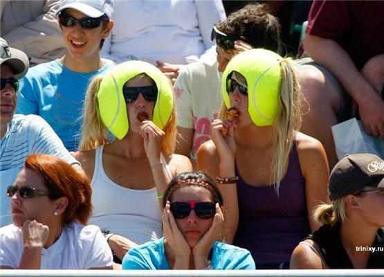 Позитив дня.Мячікі тенісистки, стрінги на столі та жовтенята