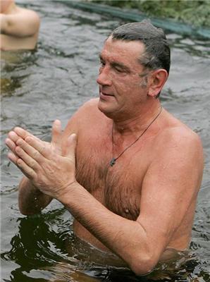 Позитив дня. Porn star, человечінка і Ющенка в холодній воді