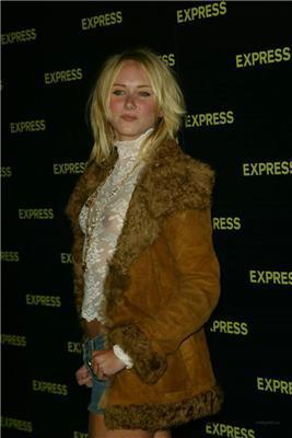 Дефиле в прозрачном дочери известной поп-звезды