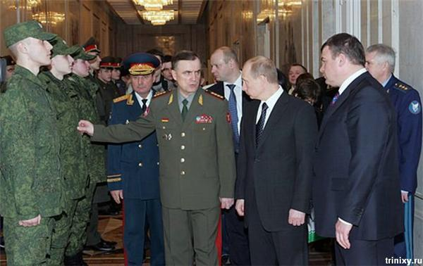 Меховая беретка для офицера КГБ от Юдашкина...