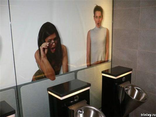 Позитив дня. Девушки в мужском туалете и собака на блондинке