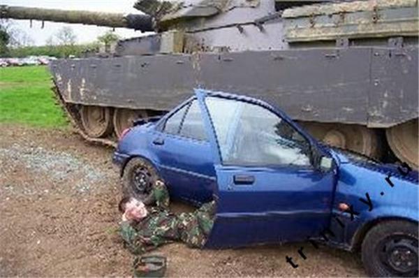 Як використовувати танк? Правильно - покликати дівок в нього