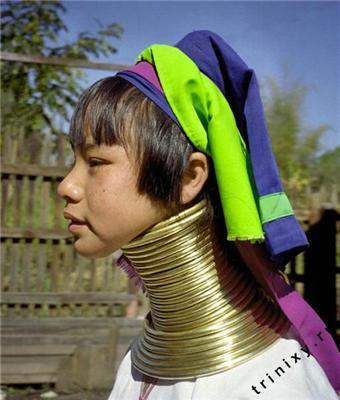 Девушки-жирафы. С золотыми шеями...
