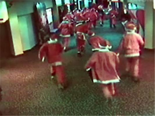 Злі Санта-Клауси розгромили кінотеатр в Новій Зеландії