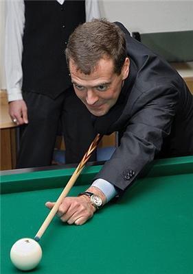 И это президент? Посмотрите, какой у него мост...