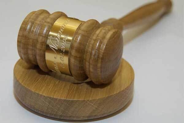 Ющенко и Тимошенко встречаются в суде