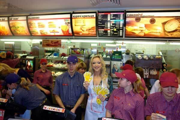 Певица Наталья Валевская торговала жаренной картошкой