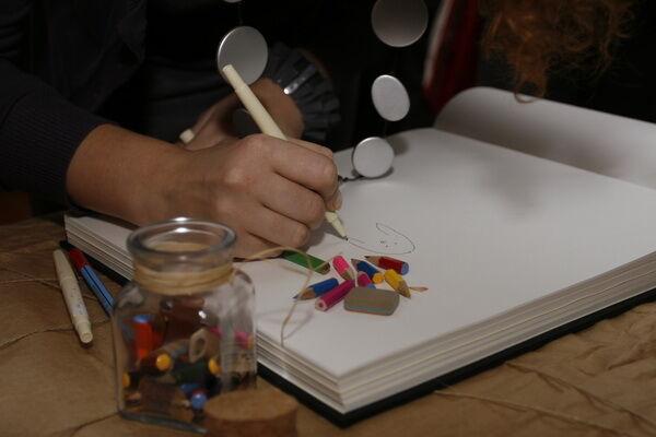 Киевские галеристы кормят картины сухарями