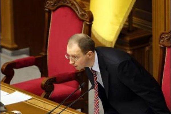 Яценюк предложил кризисной экономике третий путь