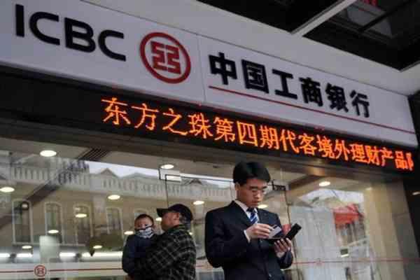 Китай візьме на роботу спеців, звільнених із західних банків