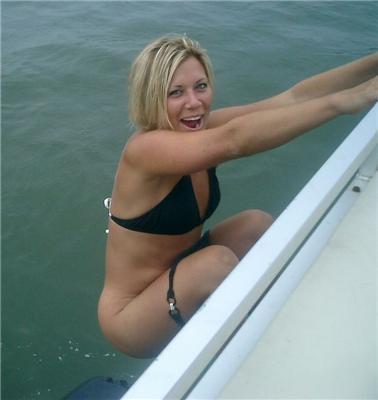 Когда все вываливается из купальников - совет: лови момент