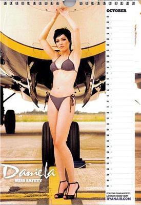Летим с ними? Стюардессы Ryanair в фирменном календаре